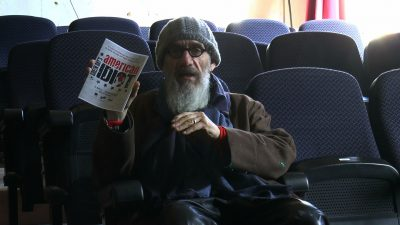 An image of Tony Kaye holding the programme of American Idiot