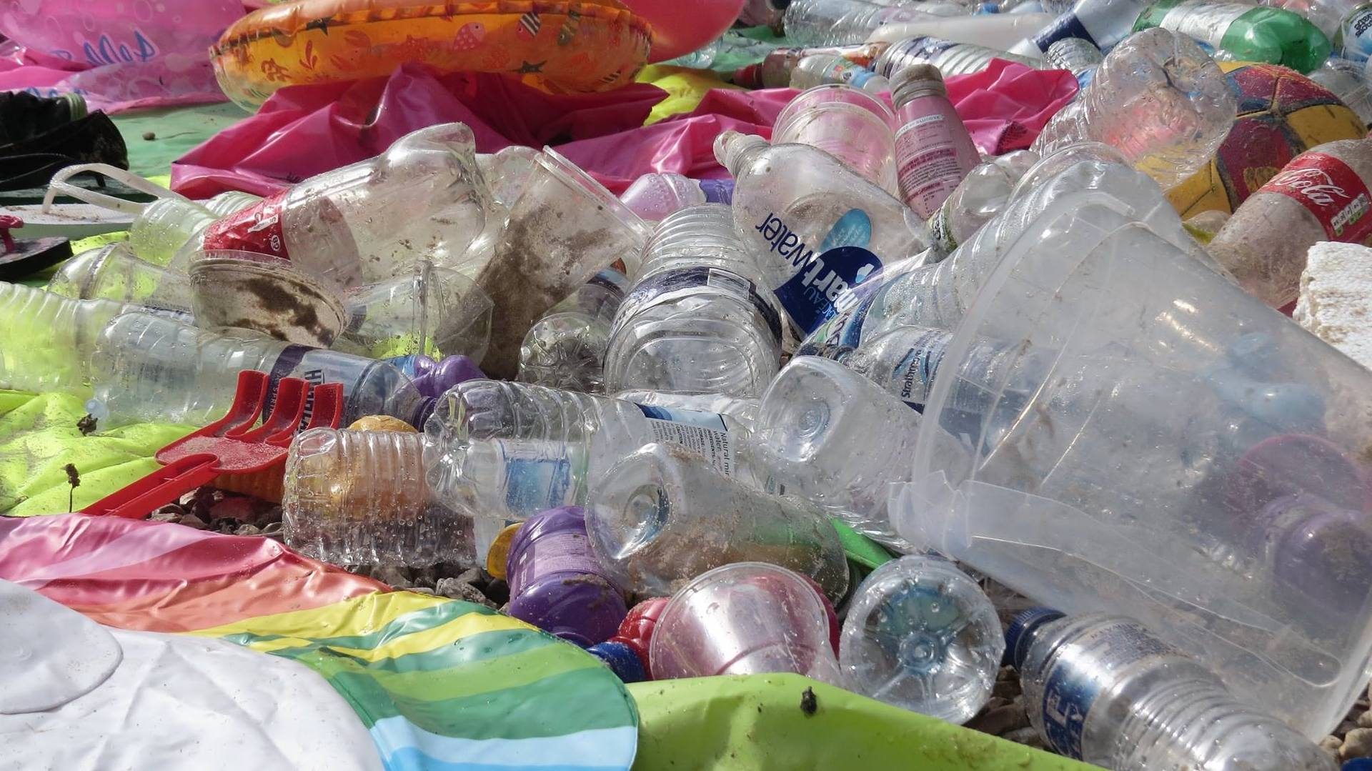 Photo of plastic cups and bottles on Bournemouth beach