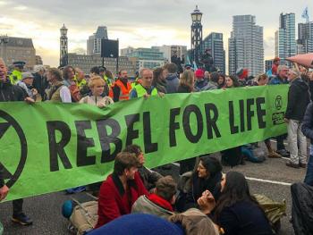 Extinction Rebellion protesters on Lambeth Bridge
